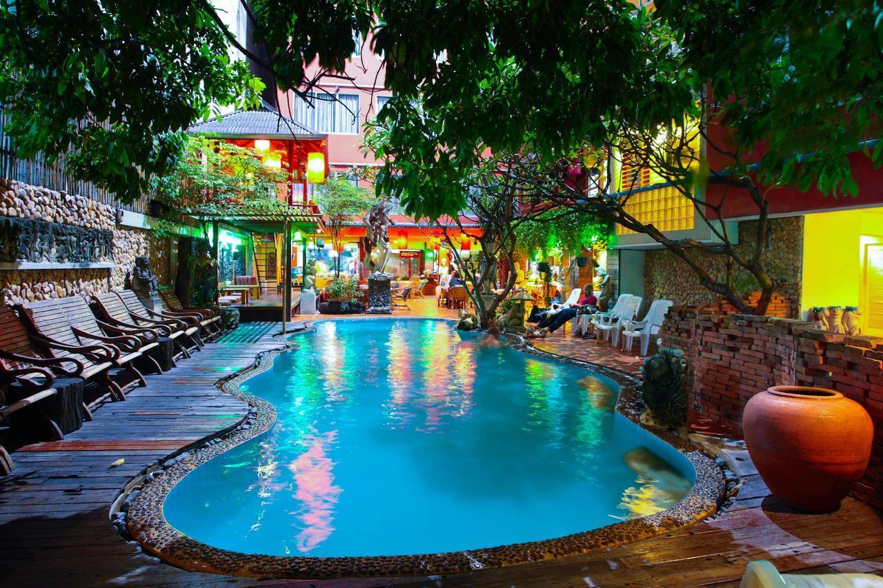 Villa Cha Cha Hotel Bangkok met Zwembad